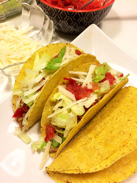 Taco cu Salsa rosie cu Ardei gras, Salata Iceberg si Tortilla de Taco